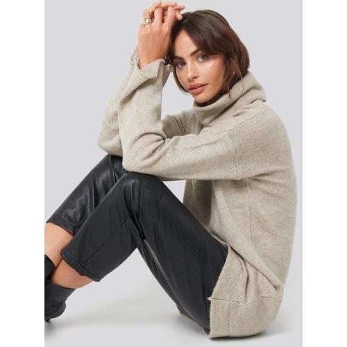 Oversized Polo Knitted Long Sweater - Beige - Hannalicious x NA-KD - Modalova