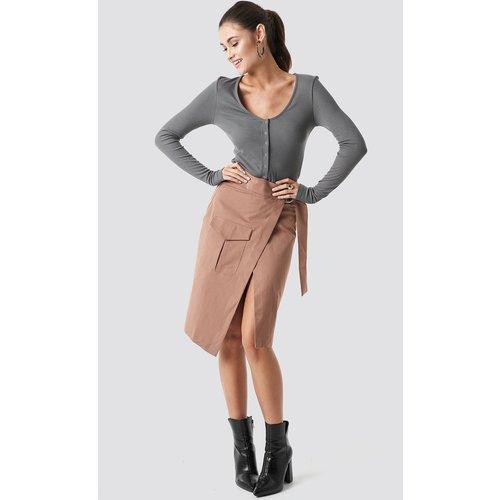 Overlapped Belted Midi Skirt - Brown - Julia Wieniawa x NA-KD - Modalova