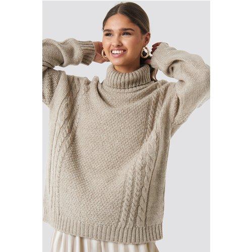 Cable Knit Turtleneck Sweater - Beige - Kae Sutherland x NA-KD - Modalova