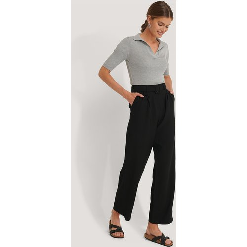 Pantalon De Costume Droit À Ceinture - Black - Imane Asry x NA-KD - Modalova