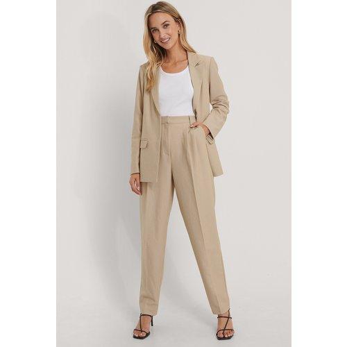 Pantalon De Costume Plissé - Beige - The Fashion Fraction x NA-KD - Modalova