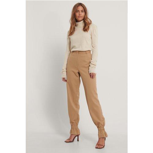 Pantalon De Costume - Brown - Gine Margrethe x NA-KD - Modalova