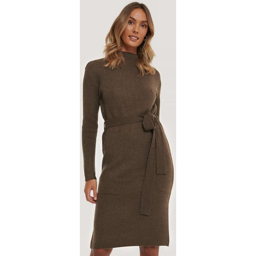 Tied Waist Knitted Dress - Brown - AFJ x NA-KD - Modalova