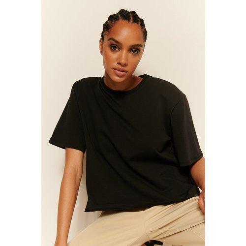 Biologique Tee-shirt À Épaules Rembourrées - Black - Oumayma x NA-KD - Modalova