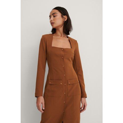 Robe Avec Poches Sur Le Devant - Brown - Trine Kjaer x NA-KD - Modalova