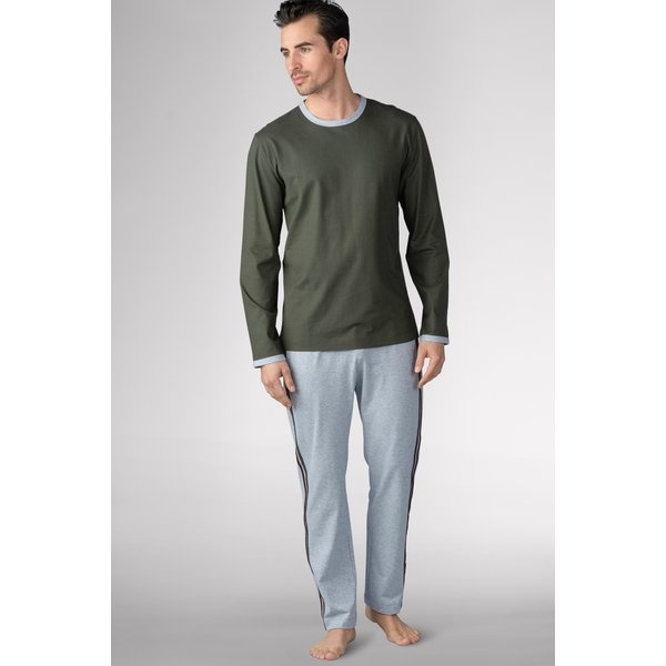 Artikel klicken und genauer betrachten! - Dieser Herren-Pyjama überzeugt durch zeitloses Design, optimale Passform und beste Handwerkskunst, damit Sie entspannte Nächte verbringen können. Die legere Passform kleidet, ohne Ihre Bewegungsfreiheit einzuschränken und bietet mit dem geraden Bein sowie dem angenehmen Oberteil einen perfekten Sitz mit maximalem Tragekomfort. Der weiche Komfortbund sowie komfortable Ärmel- und Beinabschlüsse maximieren Ihren Komfort noch weiter. | im Online Shop kaufen