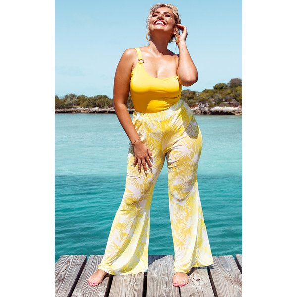 PrettyLittleThing - print mesh flare trousers - 1