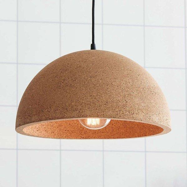 Natural-looking hanging light Cork