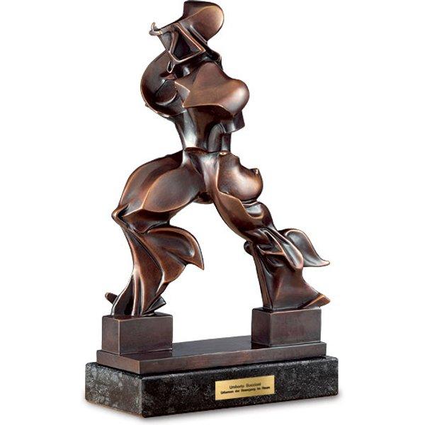 Umberto Boccioni: Skulptur 'Forme Uniche della Continuitae Nello Spazio' (1913), Version in Bronze