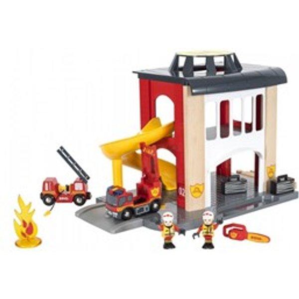 Brio Holz Eisenbahn Gebäude Große Feuerwehr-Sation mit Einsatzfahrzeug 33833