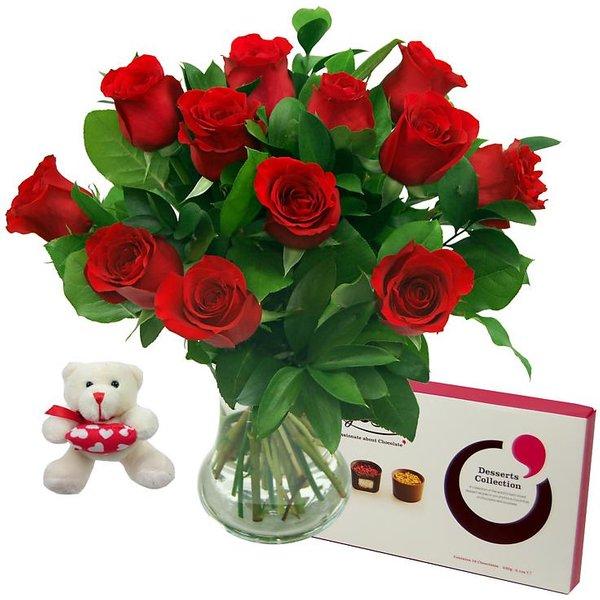 12 Red Roses True Romance Gift Set