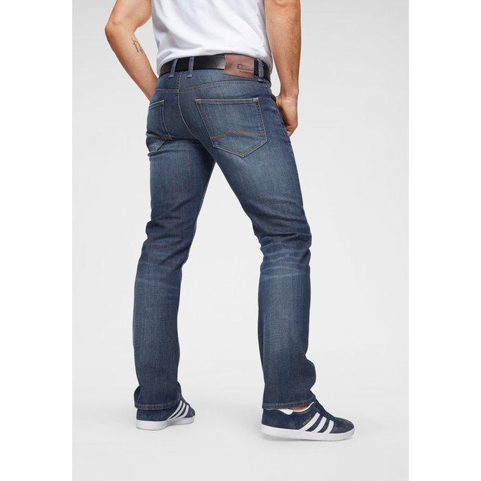 Artikel klicken und genauer betrachten! - Tapered-fit-Jeans »Oregon« von Mustang mit Waschung und Kontrastnähten. Five-Pocket-Form. Knopf- und Reißverschluss. Schmale Passform mit niedrigerer Leibhöhe. Elastischer Denim. | im Online Shop kaufen
