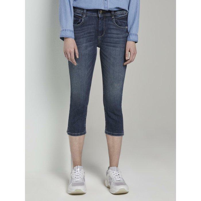 Artikel klicken und genauer betrachten! - Kate Slim Capri-Jeans für Frauen (mit Knopf und Reißverschluss zum Schließen) aus Denim mit Stretchanteil, mit zwei Eingrifftaschen vorne und zwei aufgesetzten Taschen hinten, mit jeweils einem kurzen Schlitz an den Hosensaumkanten, mit Gürtelschlaufen | im Online Shop kaufen