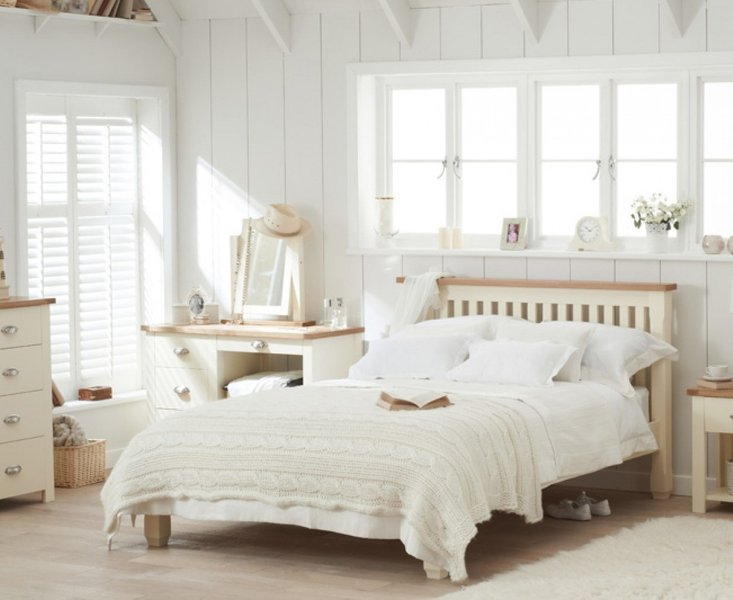Photo of Somerset oak and cream double bed