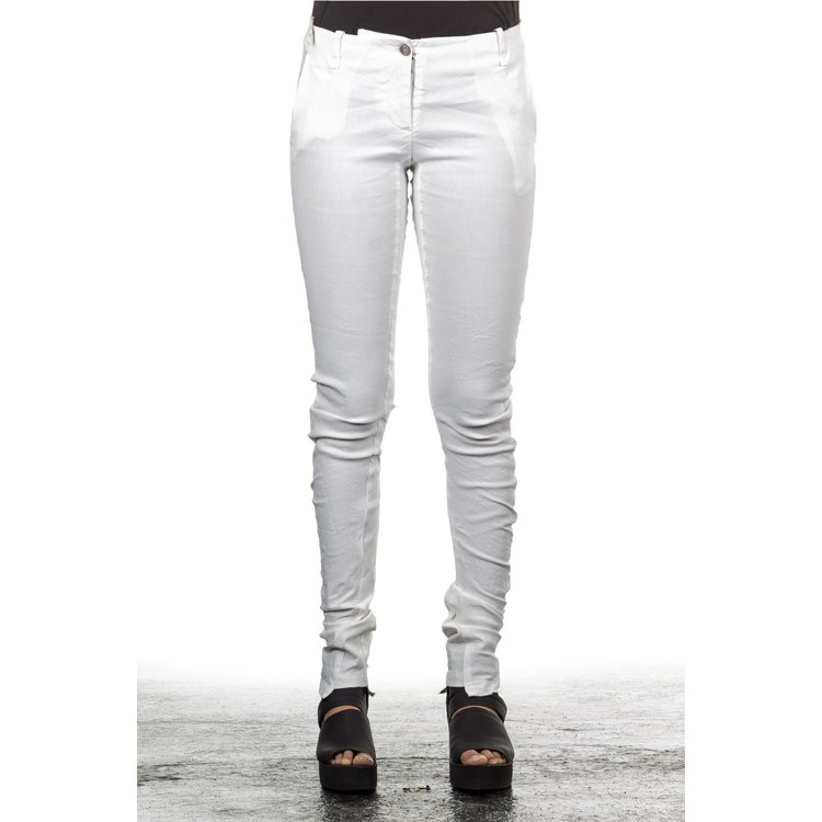 Artikel klicken und genauer betrachten! - Super stylische schmal geschnittene Hose vom angesagten italienischen Avantgardelabel Masnada.Besonders schöne schmal geschnittene Leinenhose mit perfekter Passform. Echt cool und angesagt ist diese Desigenerhose zu vielen Styles perfekt kombinierbar.Farbe: white  weißSchmal geschnittene BeineOhne Bund GürtelschlaufenMaterial:62 % Leinen  35 % Viskose  3 % ElasthanMaße an Gr. 32: Außenbeinlänge: ca cm  Innenbeinlänge: ca. cm  Bundweite: ca. cm   im Online Shop kaufen