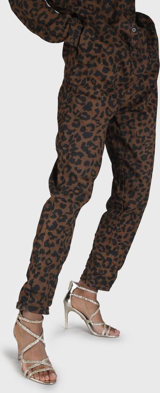 Artikel klicken und genauer betrachten! - Gold liegt aktuell voll im Trend und so ist die Mercy Sandalette ein absolutes Must-have für stilsichere Fashionistas. Mit ihrem extravaganten Riemchen-Design und dem ultrahohen Stilettoabsatz ist sie der Inbegriff von Glitzer und Glamour. Für festen Halt auf der Tanzfläche sorgen das filigrane Riemchen auf Knöchelhöhe sowie der farblich abgestimmte Reißverschluss. Features: Leder-Optik Riemchen-Design 9,4 cm hoher Absatz | im Online Shop kaufen